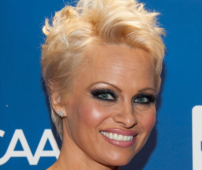 Pamela Anderson calls for boycott of Vancouver Island rodeo